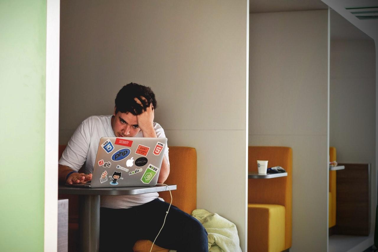 Jak ściągać na egzaminach online?